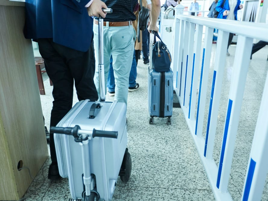 Airwheel SE3 electric suitcase with handle
